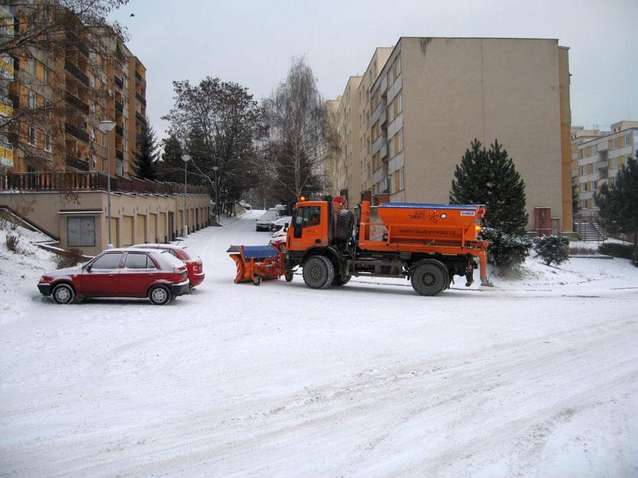 zimní údržba komunikací a chodníků